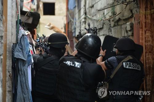 필리핀 마약사범 초법적 처형 줄어들까…단속경찰 보디캠 착용