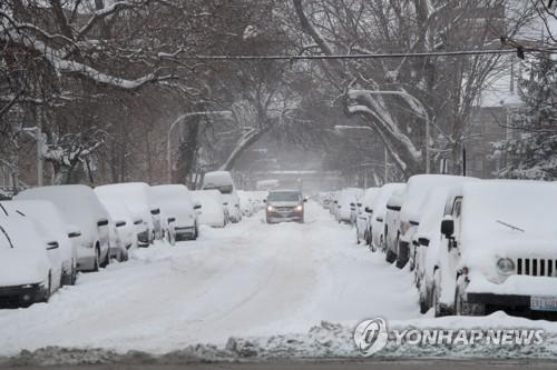 美시카고에 '눈폭탄'…1천여 항공편 결항·열차지연·휴교·휴무