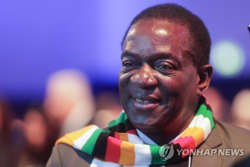 """짐바브웨 대통령 """"백인들에게 20년전 몰수한 토지 안 돌려 줄것"""""""
