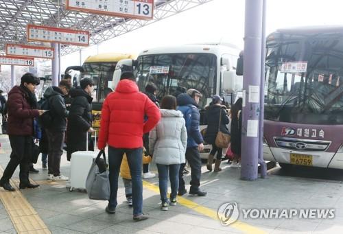 설 연휴 첫날…충북 귀성·성묘 인파로..