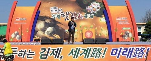 봄 감자 한입 베어 물고…김제 광활 ..