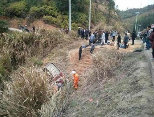 '춘제 연휴' 중국서 정원초과 버스 전복…10명 사망(종합)