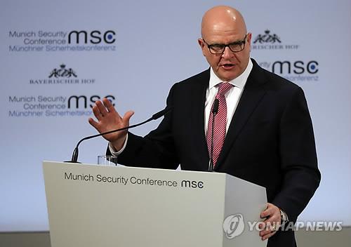 """CNN """"맥매스터 안보보좌관 다음달 사퇴…군 복귀 가능성"""""""