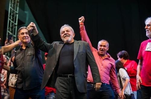 """브라질 룰라 전 대통령 """"나는 대선후보…체포 두렵지 않아"""""""