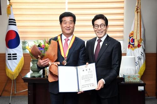[동정] 박동식 경남도의회 의장, 향군 공로휘장 수상