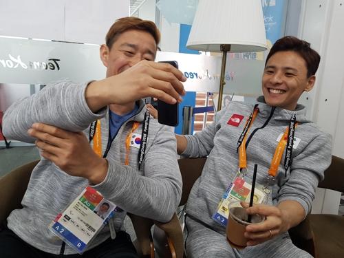 """[패럴림픽] 아이스하키 선수들 한자리에… """"TV 중계 서운하죠"""""""