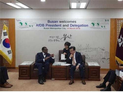 아프리카개발은행 총재 부산과 경제교류 방안 논의