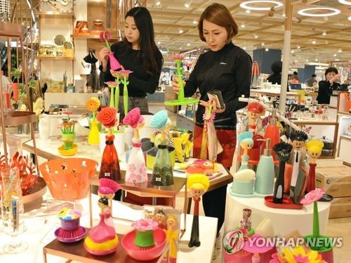 주말 백화점, 봄맞이 의류·리빙 할인행사 '풍성'