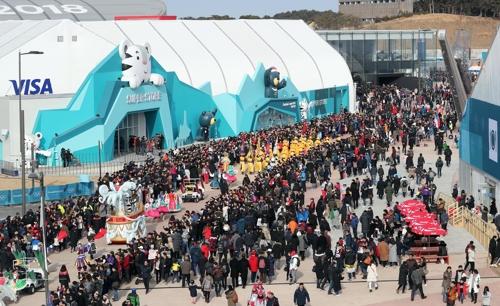 """[패럴림픽] 퍼레이드 '반다비의 위대한 여정'…관람객들 """"너무 좋아요"""""""