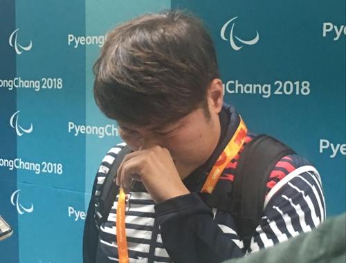"""[패럴림픽] 눈물 쏟은 휠체어 컬링 """"기도했어요, 한 번만 더 기회 달라고"""""""
