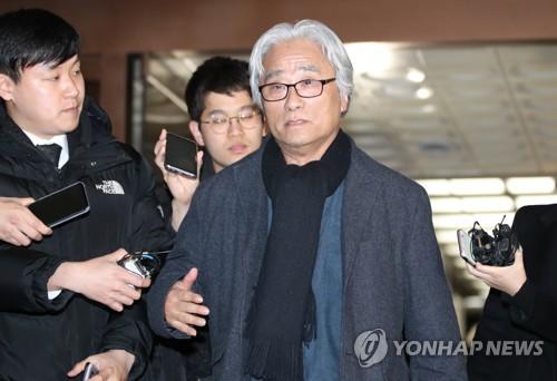 경찰, '연극인 17명 성추행' 혐의 이윤택 구속영장 신청(종합)