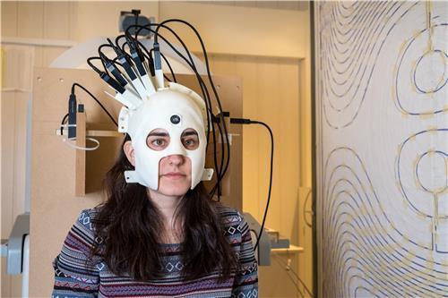 900g짜리 뇌 활동 측정기 개발…자폐 진단 쉬워진다