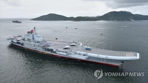 대만해협서 벗어난 中랴오닝 항모, 대만섬 포위항행 가능성