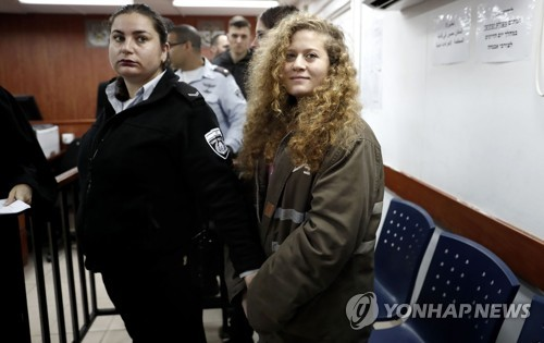 이스라엘 군인 뺨때린 팔레스타인 17세 소녀에 징역 8개월