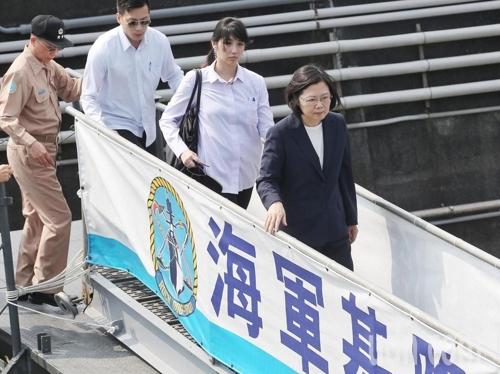 시진핑에 맞선 차이잉원…취임후 첫 해·공군 연합훈련 시찰