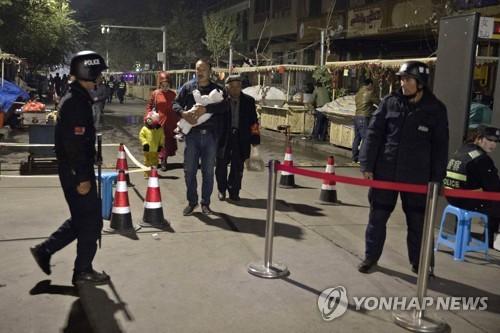 """中,신장위구르에 강경책 고수 예고…관영언론 """"엄격한 정책""""주문"""