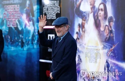 스필버그, DC코믹스 슈퍼히어로 영화 첫 메가폰