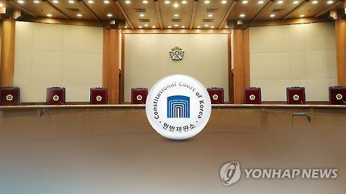 """군 영창제도 첫 위헌심판 받는다…""""영장없는 구속 인권침해""""(종합)"""