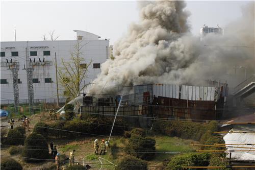 인천 동구 고물상서 불…인명피해 없어