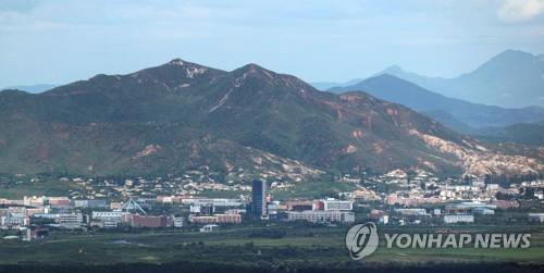 """북한 전문가 """"개성공단 올해 문 열 수 있어…비핵화에 달려"""""""