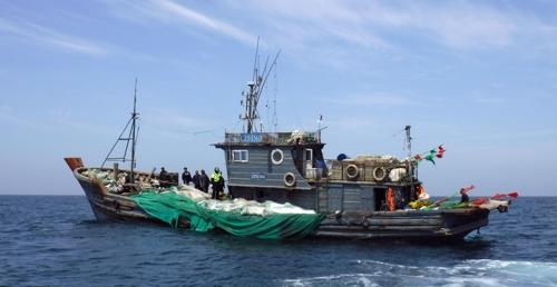 '가열하면 지워지는 펜'으로 조업일지 작성한 중국 어선 나포