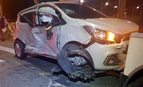 대전서 택시-승용차 충돌…3명 부상