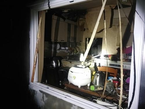 강원 원주 주택서 가스 폭발 추정사고…1명 부상