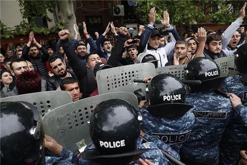 아르메니아 야권, 사르키샨 총리 사퇴 요구하며 10일째 시위