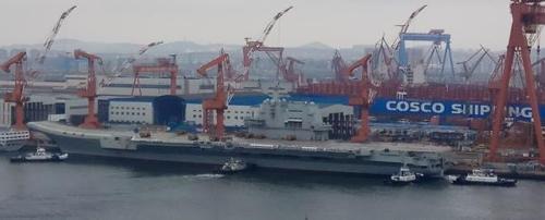 중국 첫 국산항모 시운항 임박…군사애호가·누리꾼 관심 폭발