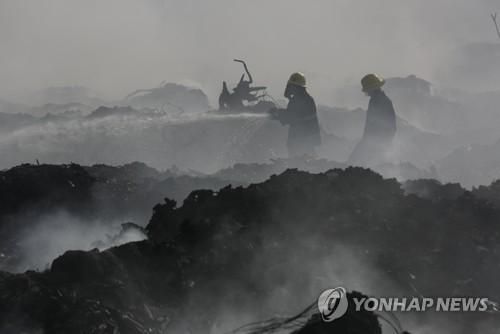 미얀마 최대도시 양곤 쓰레기매립장에 큰 불…엿새째 연기'지옥'