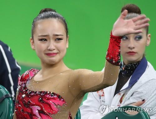 La gimnasta rítmica surcoreana Son Yeon-jae acaba cuarta en la final general