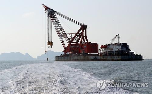 El Gobierno está preparado para recuperar el ferri Sewol el próximo mes