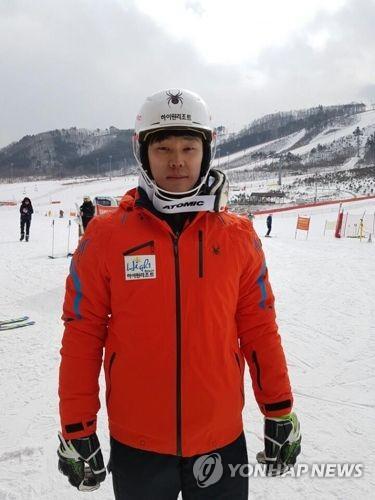 El esquiador alpino surcoreano Jung Dong-hyun apunta alto en sus terceras olimpiadas