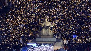"""'탄핵가결' 후에도 촛불행진 계속…""""전국 104만 참여"""""""