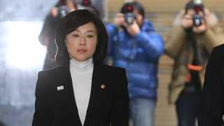 조윤선 장관 '블랙리스트 의혹' 관련 특검 출석