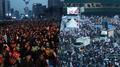 Les manifestations se poursuivent, «victoire du peuple» contre «annulation de la..