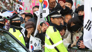 차분해진 박 전 대통령 자택 앞…지지자들도 줄어