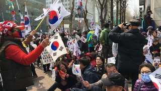 """법원 앞 구속 찬반집회…""""구속수사"""" vs """"기각해야"""""""
