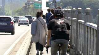 한강다리 위 자전거와 보행자의 '위험한 동행'