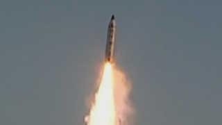 북한 탄도미사일 폭발, 의도적 폭발 실험 가능성