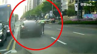 [현장영상] 택시기사, 경관 치고 도주하던 만취 운전자 붙잡아