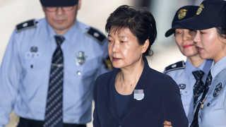 박근혜 전 대통령 재판 시작…40년지기 최순실과 조우