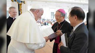 교황청 특사단, 프란치스코 교황에 친서 전달