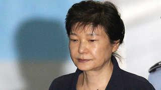 '국정농단' 박 전 대통령 법원 도착…10시 재판 시작