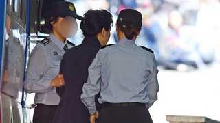[라이브 이슈] 박근혜 전 대통령 두번째 재판…사복차림에 올림머리