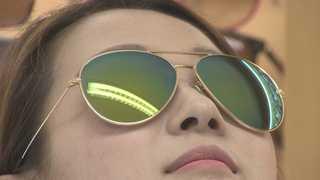여름철 필수품 선글라스, 너무 짙으면 눈에 '독'