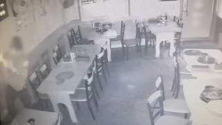 [현장영상] '창문 안 잠갔네'…빈 집·식당 돌며 14차례 도둑질
