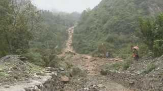 중국 쓰촨성서 산사태로 140명 이상 매몰