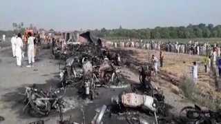 파키스탄서 유조차 전복돼 불…최소 123명 사망ㆍ100여명 부상