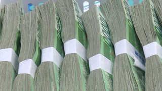 은행, 가계대출로 '깜짝 실적'…성과급 잔치할까
